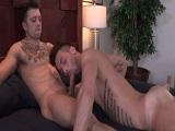 Se folla a su hermano gay en un hotel de vaciones