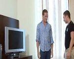 El técnico gay de la tele se folla a un cliente