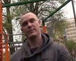 Conoce a un gay en el parque y lo invita a casa a follar