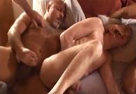 Follada gay con su padre y con el novio