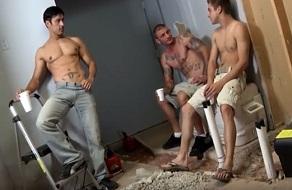 Johnny Rapid le folla el culo a dos hombres a la vez