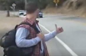 Hace autostop y acaba follando con el conductor