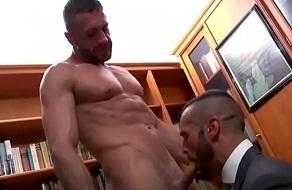El gay Denis Vega follando en la biblioteca