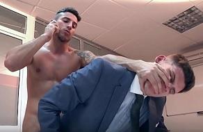 Klein Kerr se folla en la oficina a su jefe cabrón