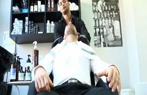 Peluquero se tiene sexo con sus clientes en gayforit