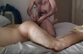 Chico joven gay depilado delgadito
